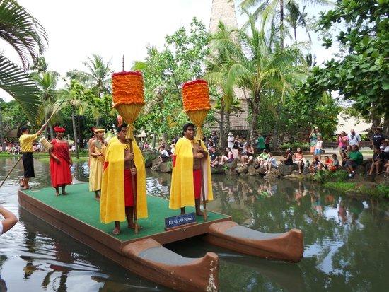 Polynesian Cultural Center : Polynesian Canal Parade