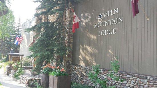 Aspen Mountain Lodge: Front on main street