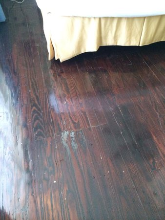 Hollander Hotel: Dirty floor