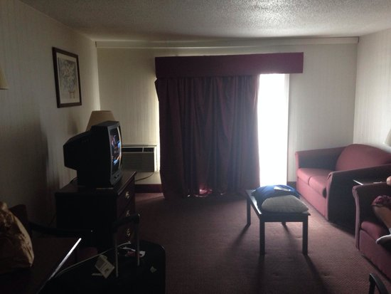 Days Inn Toledo: Living room. Both couches pulled out to a twin/single bed. Counter space with Microwave and mini