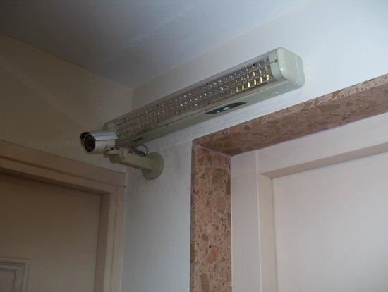 Days Inn Montevideo: light sensor in corridor