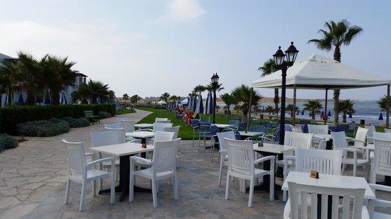 Kefalos Beach Tourist Village: Between pool area and beach