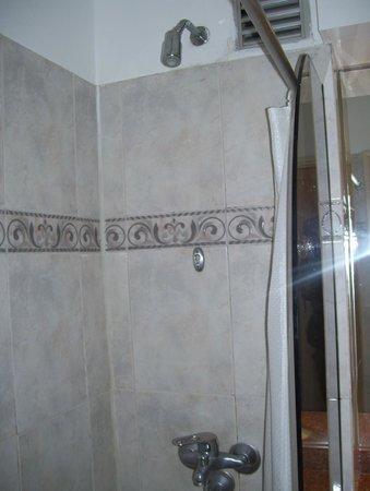 Days Inn Montevideo: shower