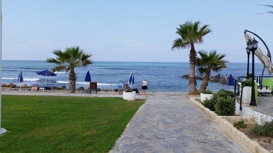 Kefalos Beach Tourist Village: Down to the beach