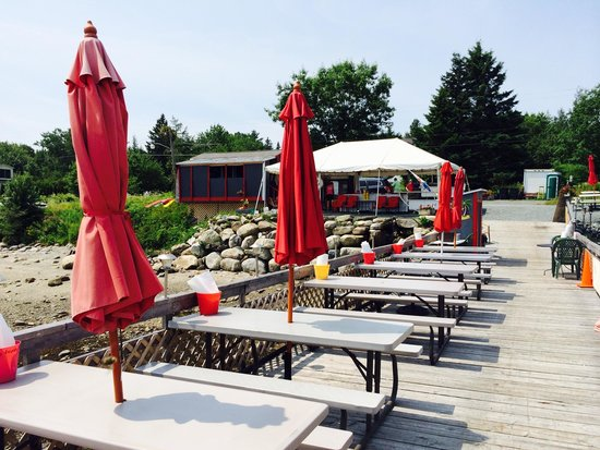 Perry Long's Lobster Shack: Outdoor Seating