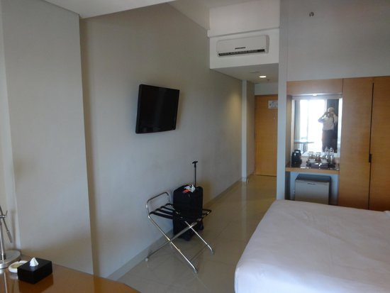 Hotel Santika Jemursari: Another view of the room