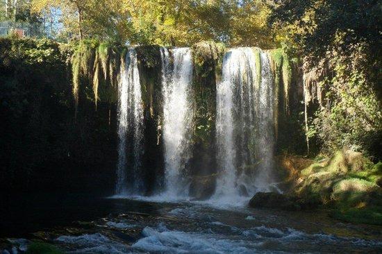Kursunlu Waterfalls : Водопад