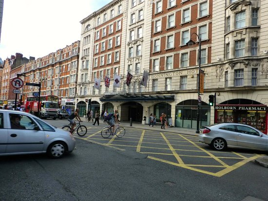 DoubleTree by Hilton Hotel London - West End: Great location in London's West End