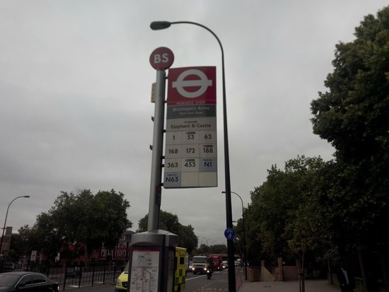 RestUp London: bus stop infront of the hostel gate