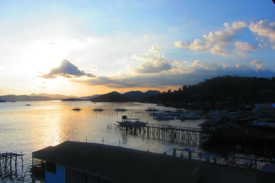 Sunz En Coron Resort : вечер