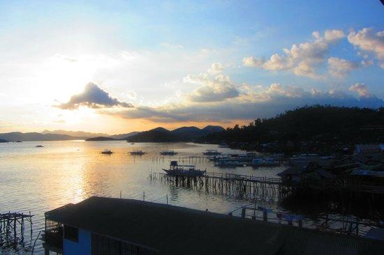 Sunz En Coron Resort: вечер