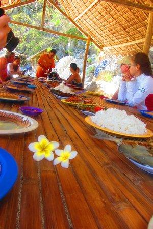 Sunz En Coron Resort: тур по островам - обед
