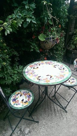 Curious Cafe: Another pretty table