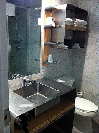 NYLO New York City: Great bathroom