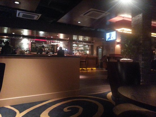 DoubleTree by Hilton Hotel Newcastle International Airport: The bar.