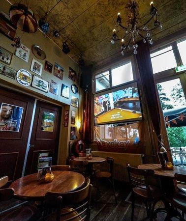 Stayokay Haarlem: The pub