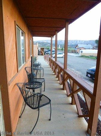 Circle D Motel : Veranda