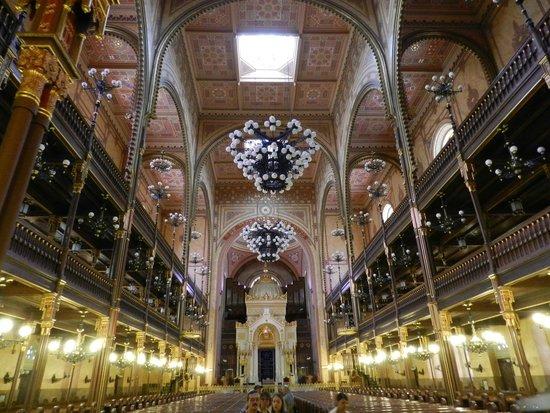 Great / Central Synagogue (Nagy Zsinagoga): Interior