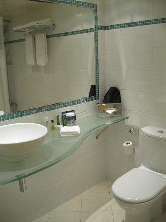 Hilton Paris Orly Airport: Salle de bain