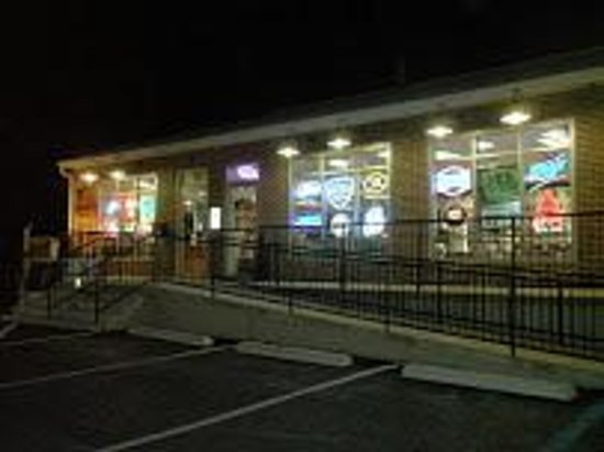 Wise Guys Beer Depot : Front of Store at night time