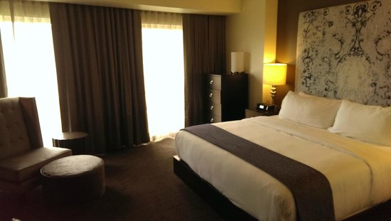 Hotel Sorella Country Club Plaza : Room, king, sweet bed