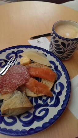 The Fontaine : Breakfast plate #1, fresh cappucino