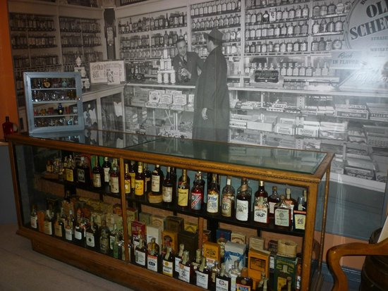 Oscar Getz Museum of Whiskey History: Early history