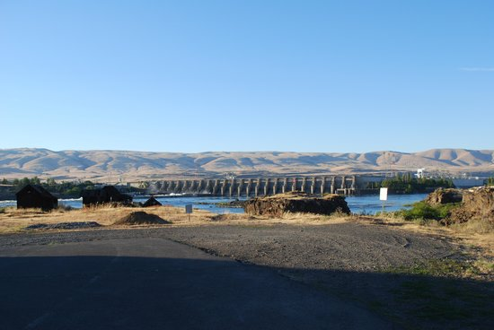 "Shilo Inn & Suites - The Dalles: view of dam and ""shaker"" buildings"