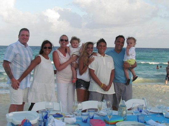 Azul Beach Resort The Fives Playa Del Carmen: Celebrated our last night with dinner on the beach!