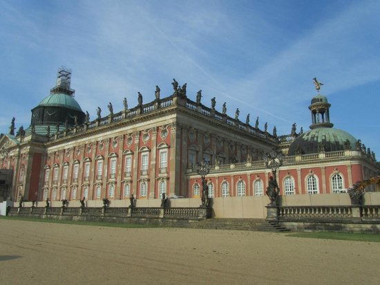Potsdam's Gardens : Nues palace