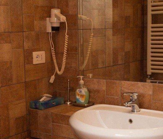 B&B Casa Cimabue Roma: Bagno camera 3