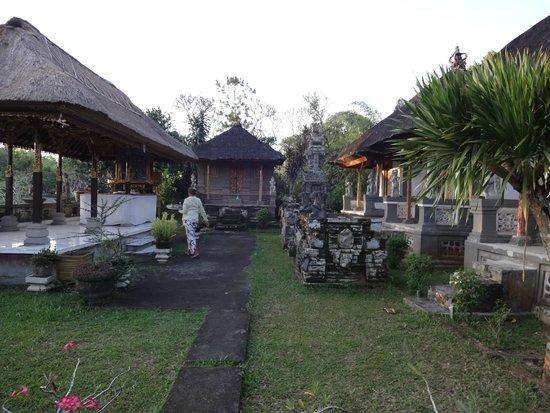 Taman Ayun Temple : Prayer preparation