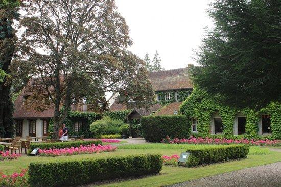 Auberge des Templiers : Parte do jardim