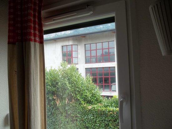 Hotel Porte de Genève : vu depuis la chambre
