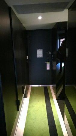 DoubleTree by Hilton Lisbon - Fontana Park : The rooms corridor