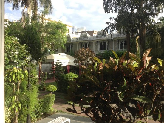 Rangniwas Palace Hotel: jardin