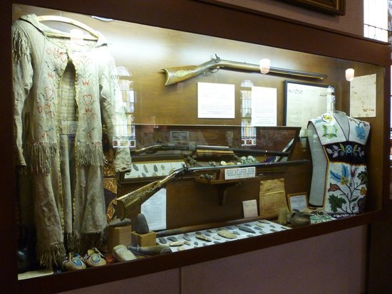 Spalding Hall: Display case in museum