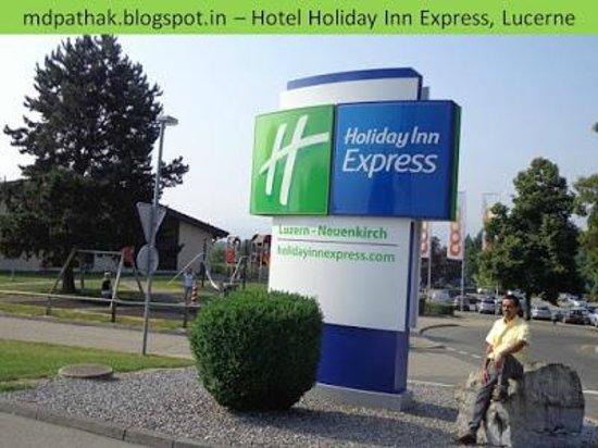Holiday Inn Express Luzern: entrance