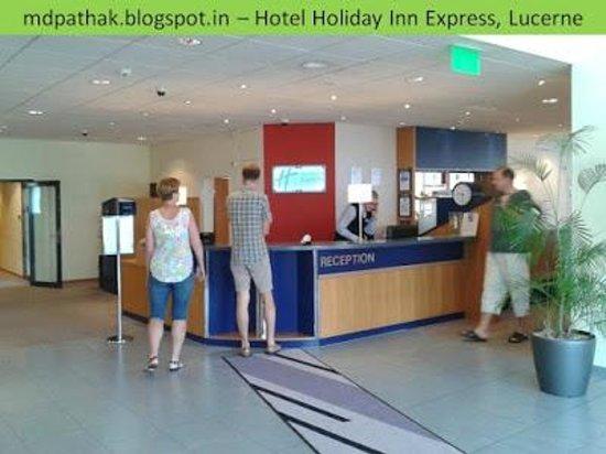 Holiday Inn Express Luzern: Reception