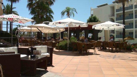 MedPlaya Hotel Pez Espada : Lekker lounchen op het terrras