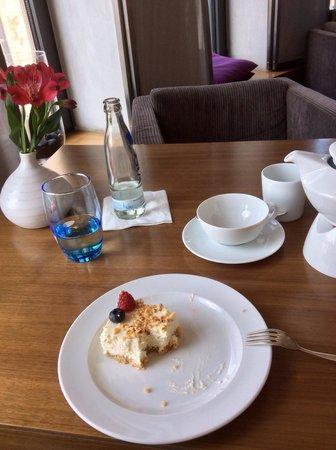 Sofitel Berlin Kurfürstendamm: Teatime im Club Bereich
