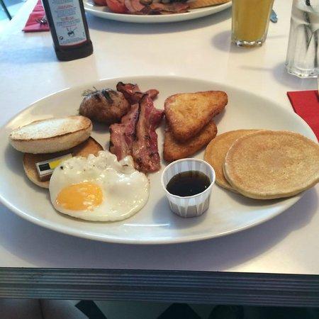 7 Hotel Diner: American Breakfast