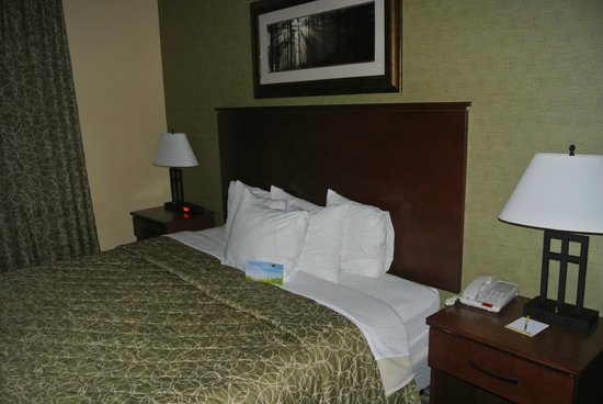 Days Inn Cheyenne: comfy bed