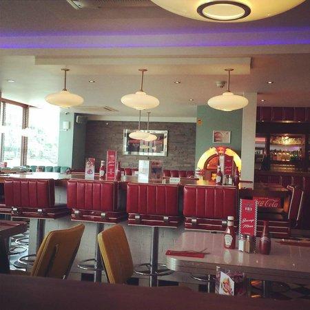7 Hotel Diner: The diner