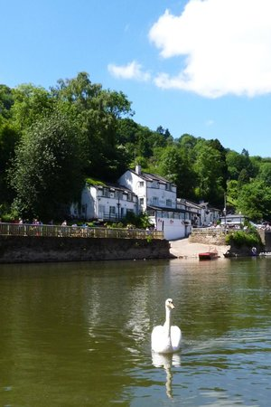 Ye Old Ferrie Inn: Another view from the River Wye