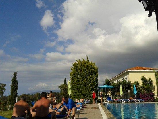 Akamanthea Holiday Village : Отель и местность