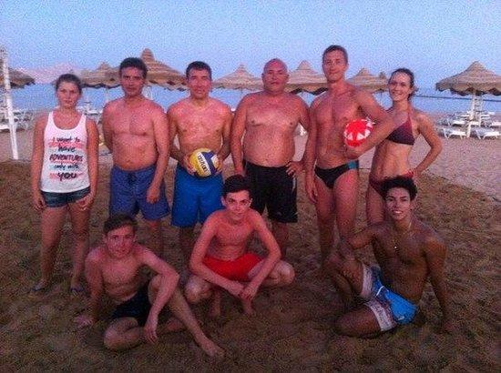 Baron Resort Sharm El Sheikh: по вечерам играли в пляжный волейбол