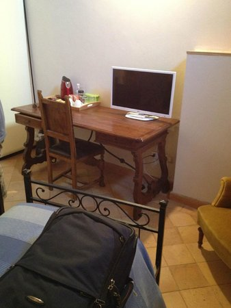 B&B San Fiorenzo : Desk area
