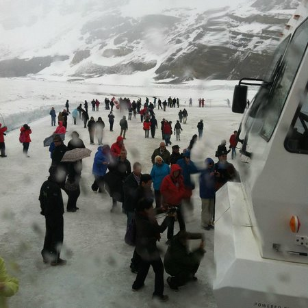 Columbia Icefield Glacier Discovery Centre: Walk on Ice