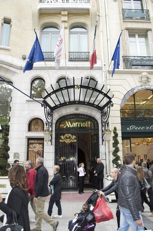 Paris Marriott Champs Elysees Hotel: From of the hotel